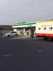 ファミリーマート三川店