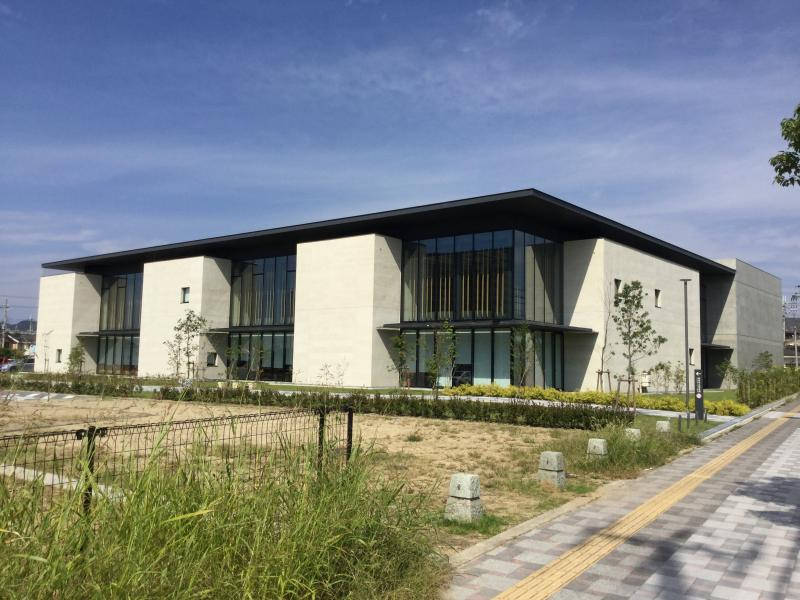 「高砂市立図書館」が新しくオープンしました