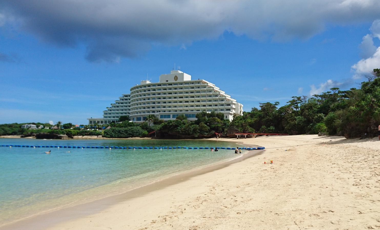 プライベートビーチからホテル