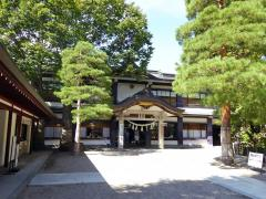桜山八幡宮参集殿