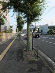 「岡工前」バス停留所