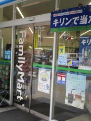 ファミリーマート伏見駅前店