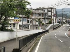 「松山支所前」バス停留所
