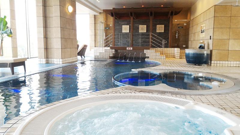 贅沢!温泉プール!ホテル多度温泉レジデンス新館の2階にあり!