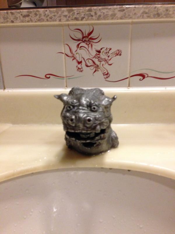 トイレの水栓が!