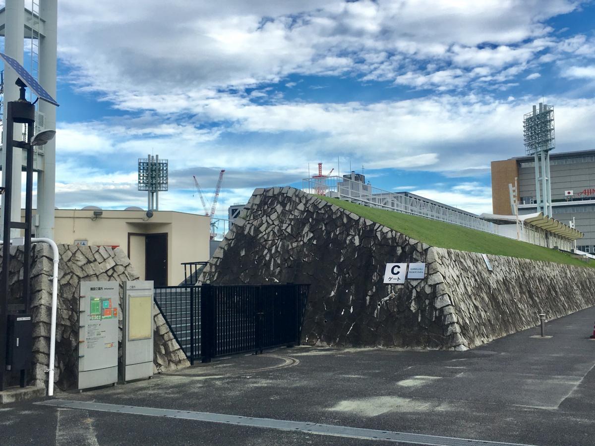 国立スポーツ科学センター西が丘サッカー場の西側からの外観