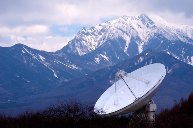 八ヶ岳と45m電波望遠鏡
