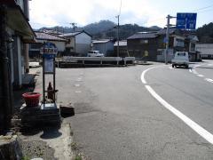「加茂石野屋前」バス停留所