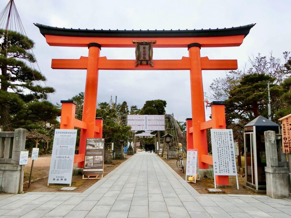 白山神社の鳥居です。