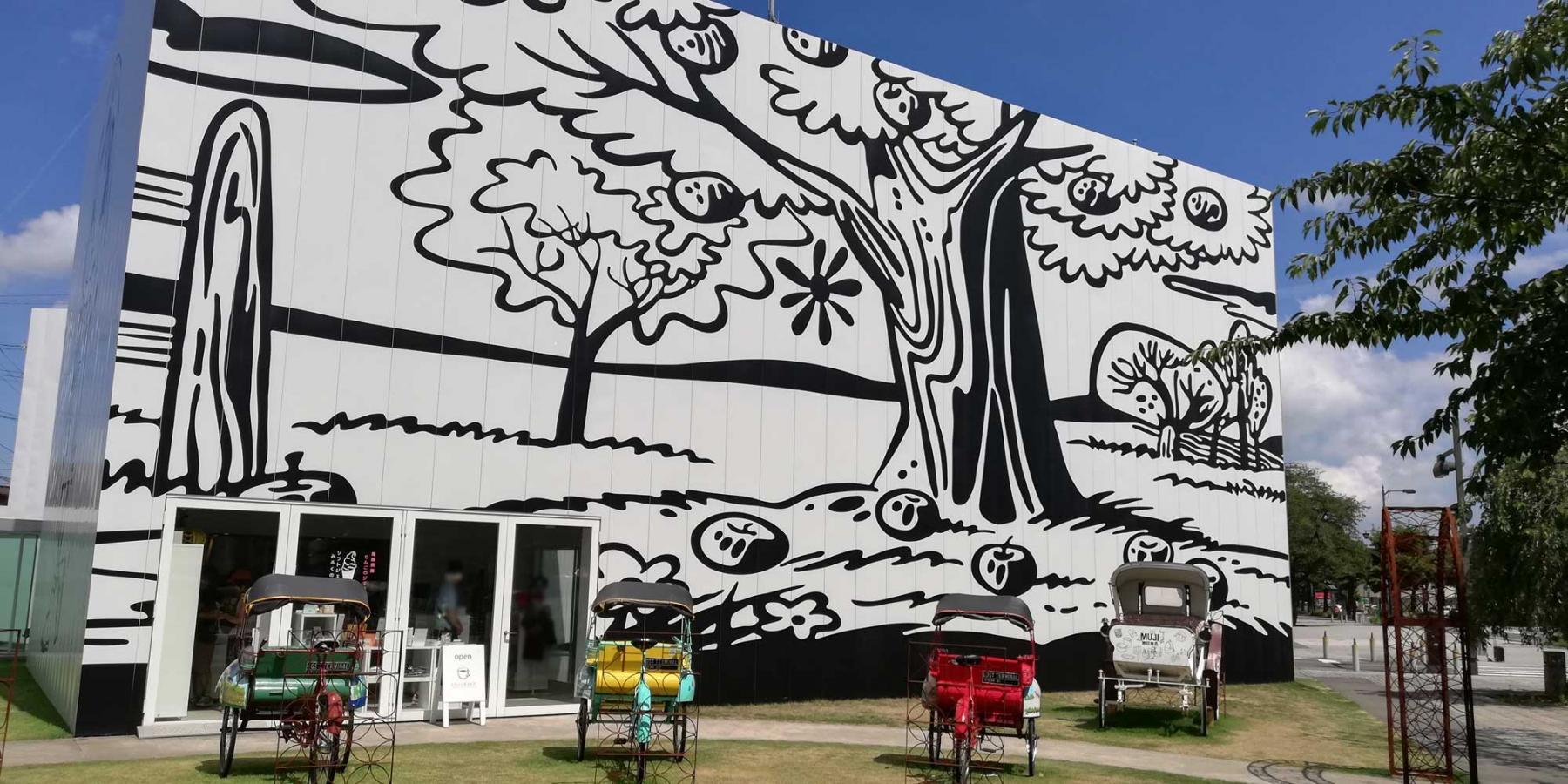 十和田市現代美術館の外観です