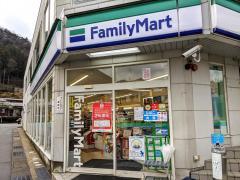 ファミリーマート 山中店