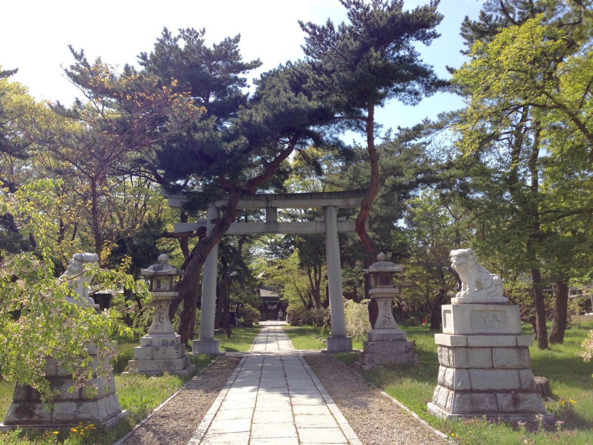 日吉八幡神社参道