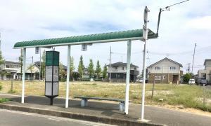「鶴ケ谷団地入口」バス停留所